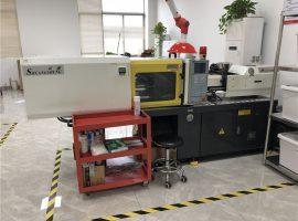 macchina per lo stampaggio ad iniezione